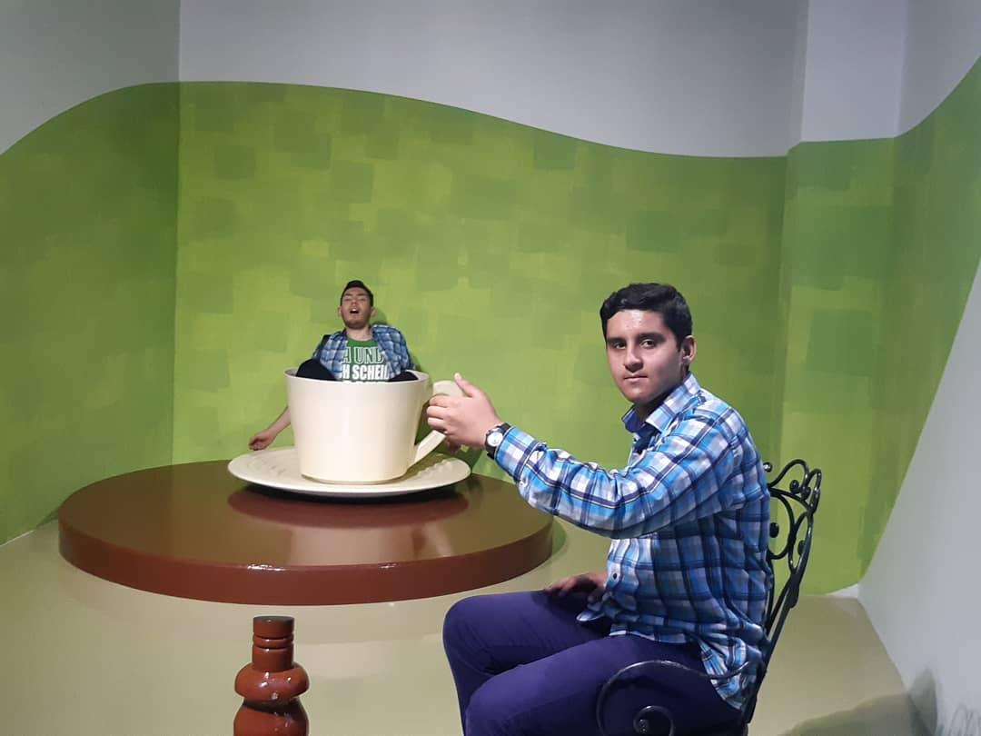 خطای دید فنجان و میز در رویا پارک