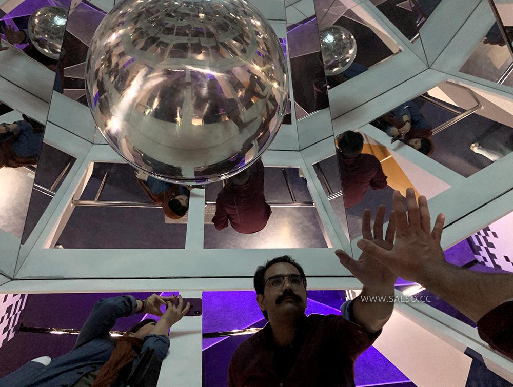بخش بی نهایت موزه خطای دید تهران