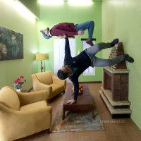 اتاق نشیمن برعکس در خانه وارونه تهران